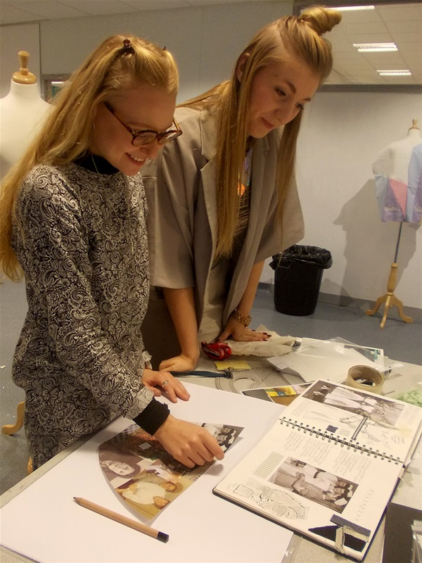 Hannah Blackholly (right) show Lottie her design work